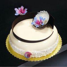 Fun Desserts, Dessert Recipes, Mirror Glaze Cake, Mirror Cakes, Fondant, Individual Cakes, Sugar Cake, Buttercream Cake, Plated Desserts