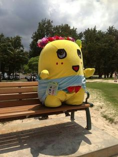 Funassyi is so cute and stubby sitting on the bench!