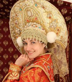 Russian girl in traditional headdress - kokoshnik Russian Hat, Russian Folk, Russian Style, Russian Beauty, Russian Fashion, Ute Lemper, Folk Costume, Costumes, Russian Culture