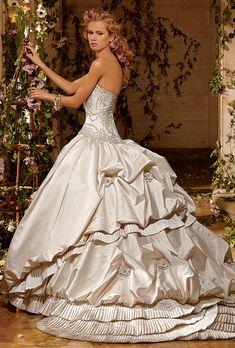 Beautiful dress! Would be great at a masquerade wedding or any wedding