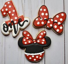 Minnie Mouse first birthday cookies - pinertions Minnie Mouse Birthday Theme, First Birthday Favors, First Birthday Cookies, Frozen Birthday Party, Minnie Mouse Party, 3rd Birthday, Birthday Ideas, Bolo Mickey E Minnie, Minnie Mouse Roja
