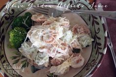 Here& a copycat version of Olive Garden Alfred Sauce Recipe. You can whip this up in 30 minutes or less and it& simply divine! Definitely a crowd pleaser! Copycat Recipes, Sauce Recipes, Pasta Recipes, New Recipes, Dinner Recipes, Cooking Recipes, Favorite Recipes, Recipies, Olive Garden Alfredo Recipe