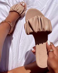 Fancy Shoes, Cute Shoes, Crazy Shoes, Fashion Sandals, Shoes Sandals, Flat Sandals, Flat Shoes, Boho Sandals, Gladiator Sandals
