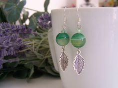 earrings handmade with silver 925, precious stones green agate streped, real swarovski and leaf charms. di SPISIDDI su Etsy