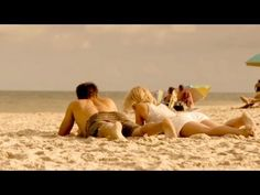 Safe Haven Movie Featurette. In theaters this Valentine's Day, February 14, 2013, starring Josh Duhamel and Julianne Hough. Join us on Facebook http://FB.com/FreshMovieTrailers & http://twitter.com/mytrailerisrich    An affirming and suspenseful story about a young woman's struggle to love again, Safe Haven is based on the novel from Nicholas Spar...