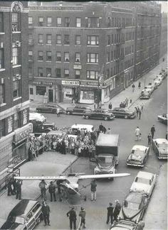 Locksmith of New Jersey Thomas Fitzpatrick with a plane, hijacked from flying school Teterboro and landed on the street in the Northern Manhattan, September Washington Heights, Manhattan, Texas Rangers, Us History, American History, Vintage Photographs, Vintage Photos, Bar, City Photography