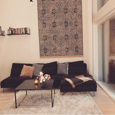 Kurkista Salkkarit-tähtien kotiin: Sara Parikka esittelee perheensä tyylikästä asuntoa somessa - matto seinällä