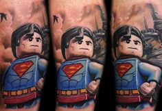 The excellent LEGO Minifigs tattoos created by the Polish artist Max Pniewski, based in Bristol, who mixes the Star Wars characters and the world of supe Lego Tattoo, Comic Tattoo, Art Hyperréaliste, Blackwork, Superman Tattoos, Lego Iron Man, Street Tattoo, Tattoo Designs, Worlds Best Tattoos