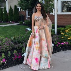 Latest Collection of Lehenga Choli Designs in the gallery. Lehenga Designs from India's Top Online Shopping Sites. Indian Fashion Dresses, Indian Bridal Outfits, Dress Indian Style, Indian Designer Outfits, Designer Dresses, Designer Wear, Indian Outfits Modern, Outfit Designer, Asian Fashion