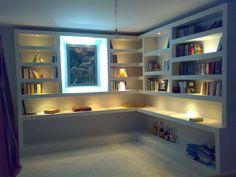 ράφια γυψοσανίδας με κρυφό φωτισμό από τον επαγγελματία Δημητριάδη Μανώλη.  Δείτε το προφίλ του στο SpitiExperts.gr Plasterboard, Bookcase, Shelves, Projects, Inspiration, Home Decor, Ideas, Log Projects, Biblical Inspiration