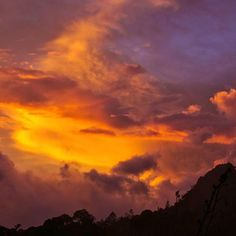 Probably the most spectacular #sunset I have ever witnessed. This one was just outside of #Kinabalu national park overlooking the rolling hills just below my guesthouse. Though the hills were also beautiful the #sky certainly stole the show last night. #kinabalunationalpark #mtkinabalu #mountkinabalu #instagood #Borneo #beautiful #colorful #Malaysia #malezya #mountain #beautifulmalaysia #huffpostgram #travel #travelblogger