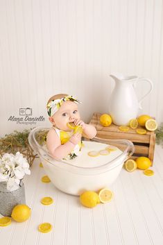 Children's Photography - Baby Bathing Milk Bath Photography, Newborn Baby Photography, Children Photography, 6 Month Baby Picture Ideas, Baby Girl Pictures, Baby Milk Bath, Milk Bath Photos, Book Bebe, Baby Monat Für Monat