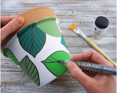 Home diy – painted pots – Life changing hacks Flower Pot Art, Flower Pot Design, Flower Pot Crafts, Clay Pot Crafts, Clay Pot Projects, Bottle Painting, Bottle Art, Diy Painting, Painted Plant Pots