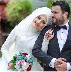 Hijabi Wedding, Muslimah Wedding Dress, Muslim Wedding Dresses, Muslim Brides, Hijab Bride, Muslim Couple Photography, Wedding Photography Poses, Wedding Poses, Wedding Photoshoot
