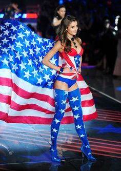 Taylor Hill – 2015 Victoria's Secret Fashion Show in NYC