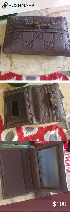 Gucci small wallet cardholder So cute! Perfect size! Its in really good condition! Authentic, reposh! I got a burberry one as a present! Gucci Bags Wallets