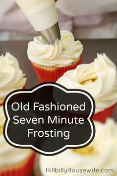 Old Fashioned Seven Minute Frosting - Hillbilly Housewife Homemade 7 Minute Frosting- 1 cups sugar cold water 2 egg whites ( the yolks can be added to scrambled eggs) 2 tsp light corn syrup of tsp cream of tartar 1 tsp vanilla Frost Cupcakes, Best Icing For Cupcakes, Köstliche Desserts, Delicious Desserts, Health Desserts, Cupcake Recipes, Cupcake Cakes, Icing Recipes, Syrup Recipes