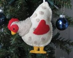 Country Chicken felt ornament Christmas Felt Crafts, Country Christmas Crafts, M. Christmas Projects, Easter Crafts, Holiday Crafts, Felt Projects, Easter Ideas, Sewing Projects, Holiday Decor, Chicken Crafts, Chicken Art