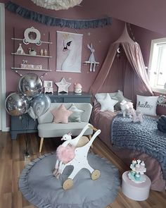 ― M a l i n N i l s e n ( NO )さん( 「Se det fine teppet som ligger på senga fra flinkeste 👆💖 Ballongene fra…」