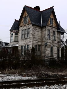 Victorian-era dwelling at  956 Linden Avenue York, PA   ~ ♥ #abandoned #ruins #architecture