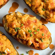 Check out this great recipe from Franks RedHot: Buffalo-Chicken-Stuffed-Potatoes Cut these stuffed potatoes in half and serve as appetizers. Easy Chicken Wing Recipes, Buffalo Chicken Recipes, Chicken Bombs, Chicken Puffs, Chicken Wings, Stuffed Potatoes, Chicken Potatoes, Bacon Potato, Potato Skins