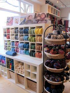 Knitting Storage, Yarn Storage, Craft Room Storage, Wool Shop, Yarn Shop, Yarn Display, Small Craft Rooms, Yarn Organization, Ideas Para Organizar
