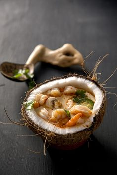 food presentation Shrimp Coconut Curry Soup (Libbie Summers and Chia Chong for Salted and Styled) Think Food, Love Food, Seafood Recipes, Cooking Recipes, Cooking Ribs, Cooking Games, Oven Recipes, Recipes Dinner, Dinner Ideas