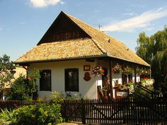 Hollókő Hungary, Old Houses, Gazebo, Farmhouse, Outdoor Structures, Cabin, Explore, Group, Architecture