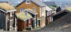 Les charmantes maisons en bois sont caractéristiques pour Røros, Norvège - Photo: Terje Rakke