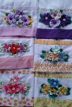 Fabric flowers on pllowcase or tea towel; Panos de prato decorado com fuxico Grandmothers Flowers - love this outer ring ideaThis Pin was discovered by Ros Silk Ribbon Embroidery, Embroidery Stitches, Hand Embroidery, Fabric Crafts, Sewing Crafts, Sewing Projects, Crazy Quilting, Quilt Patterns, Sewing Patterns