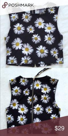 🆕 Kendall & Kylie sunflower crop top Exposed zipper in back Kendall & Kylie Tops Crop Tops