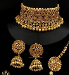 Jewelry OFF! Indian jewelry sets Fashion jewelry Wedding jewellery collection Bridal gold jewellery Indian wedding jewelry Jewelry - Choker Mode kommt wieder aus wie 90 In 90 Promis kann auch rock Ihre Mode - Indian Jewelry Sets, Indian Wedding Jewelry, Indian Bridal, Bridal Bangles, Bridal Jewelry, Gold Jewelry, Diamond Jewellery, Gold Necklace, Pendant Necklace