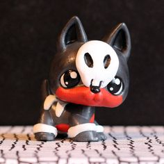 Houndour Pokemon Littlest Pet Shop custom.  I do pokemon and I have that card so.... this looks  HALLOWEEN!!!