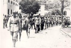 Rebeldes do 3º RI a caminho do presídio da Ilha Grande, 1935. (Rio de Janeiro). (CPDOC/ CDA Vargas)