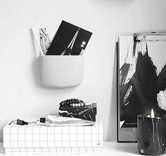 Diese Wandaufbewahrung ist wirklich praktisch: Erhältlich aus Kunststoff, in groß oder klein, schwarz oder grau! Hier entdecken und shoppen: http://sturbock.me/Xwd