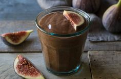This chocolate fig breakfast shake is a simple way to start the day. It combines fresh figs, bananas and cocoa for a rich chocolate drink. Fig Recipes, Sushi Recipes, Pumpkin Recipes, Brunch Recipes, Gourmet Recipes, Dessert Recipes, Vegan Recipes, Drink Recipes, Fig Smoothie