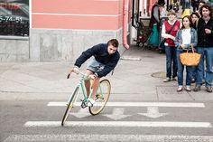 Pietari ei ole maailman polkupyöräystävällisimpiä kaupunkeja, mutta rohkeita paikallisia riittää.  Russia 2014004