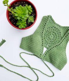 Fabulous Crochet a Little Black Crochet Dress Ideas. Georgeous Crochet a Little Black Crochet Dress Ideas. Bikinis Crochet, Crochet Bra, Crochet Woman, Crochet Blouse, Love Crochet, Crochet Clothes, Crochet Stitches, Top Tejidos A Crochet, Top Crop Tejido En Crochet