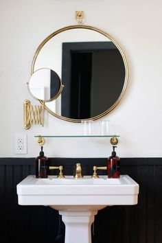 round brass bathroom mirror in a black and white bathroom Bathroom Renos, Bathroom Interior, Bathroom Ideas, Bathroom Mirrors, Pedastal Sink Bathroom, Bathroom Styling, Bathroom Remodeling, Bathroom Furniture, Mirror Vanity