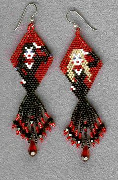 """Dracula's Girlfriends"" Beaded Earrings by Linda Thompson-Mills -- Northern California (pattern design by Elizabeth Scarborough - colors all mine) Adornos Halloween, Halloween Beads, Halloween Earrings, Halloween Jewelry, Holiday Jewelry, Beaded Earrings Patterns, Seed Bead Patterns, Beading Patterns, Seed Bead Jewelry"