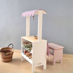 Wooden toy market (www.macarenabilbao.com) Toys Market, Play Market, Play Spaces, Dramatic Play, Store Fronts, Cubbies, Our Kids, Wooden Toys, Kids Toys