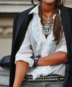 How to Chic: BLAZER AND STATEMENT NECKLACE