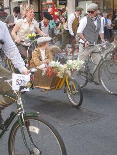 London Tweed run April 2011 (239)r by Funny Cyclist, via Flickr