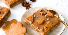 Piparimokkapalat sopivat niin joulun ajan kahvipöytään kuin myyjäisten hittituotteeksi. Jouluisten piparkakkujen ja mokkapalojen yhdistelmä on nimittäin hurmaava. Ohjeesta tulee pellillinen, josta riittää vähintään 25 palaa. Koti, Gingerbread Cookies, Food Inspiration, Sweet Tooth, Cupcakes, Baking, Desserts, Christmas, Geisha