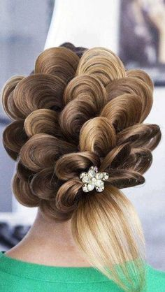 http://natural-hairs.com/17-unique-updo-styles-weaved-braiding-bridal-chic/ Amazing Hairstyles, artistic hair, petal hair. Anyone who can do this... please come over and do my hair!!!!
