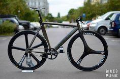 Brick Lane Bikes Bike Punk built up this nice BLB La Piovra Air for their customer!