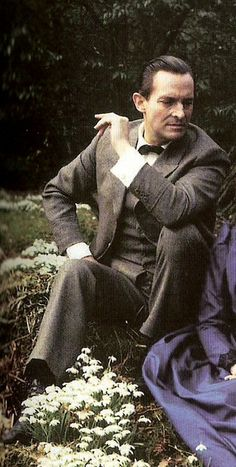 Jeremy Brett as Sherlock Holmes in the Granada series. Favorite Holmes. Minus Benedict, of course, but since it's modern I can get away with thinking they're both the best in different ways. :-P