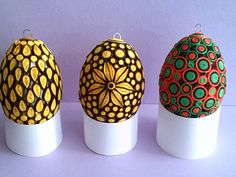 Paper Quilling Easter Eggs Designs By Baukje - Life Chilli Quilling Keychains, Paper Quilling Earrings, Quilling Letters, Origami And Quilling, Quilling Paper Craft, Quilling Images, Paper Quilling Patterns, Easter Egg Designs, Egg Crafts