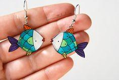Fish dangle earrings Summer fish earrings by lacravatteduchien Leaf Jewelry, Kids Jewelry, Animal Jewelry, Jewelry Art, Diy Shrink Plastic Charms, Cute Earrings, Dangle Earrings, Stamped Jewelry, Handmade Jewelry