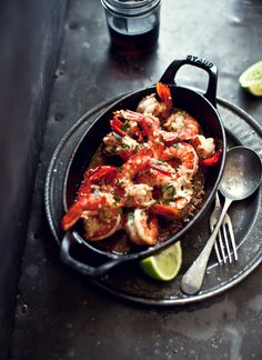 Sizzling prawns with garlic, chilli and lime - - - - - - - - 6 cloves garlic, minced Juice & zest 1 lime teaspoon smoked paprika teaspoon dried chilli flakes cup EVOO Salt and freshly ground blackPepper green prawns 2 cups ch I Love Food, Good Food, Yummy Food, Food Network Recipes, Cooking Recipes, Healthy Recipes, Skillet Recipes, Seafood Dishes, Seafood Recipes